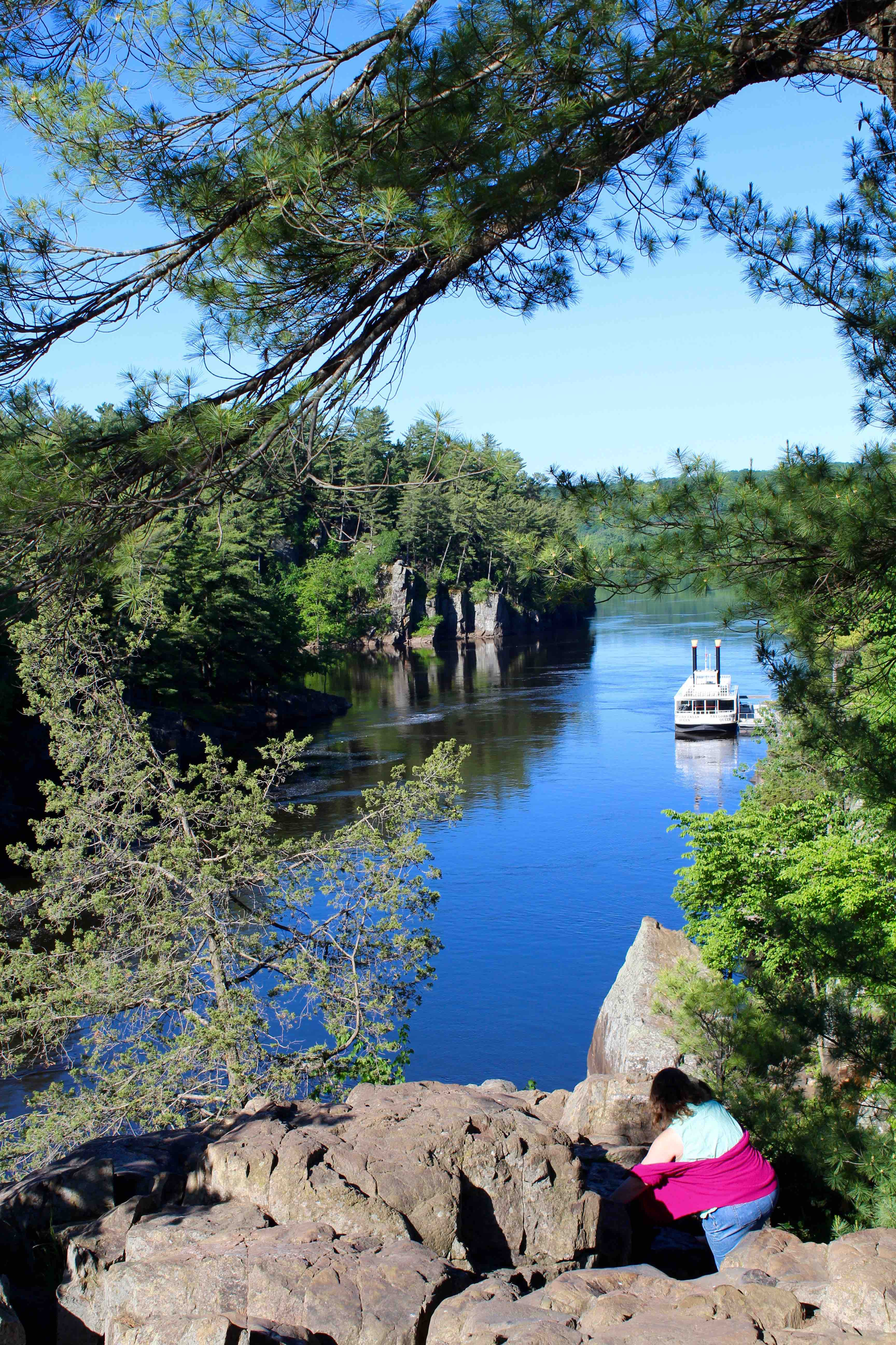 Taylors Falls Scenic Boat Tours | A Ride Down the St. Croix River